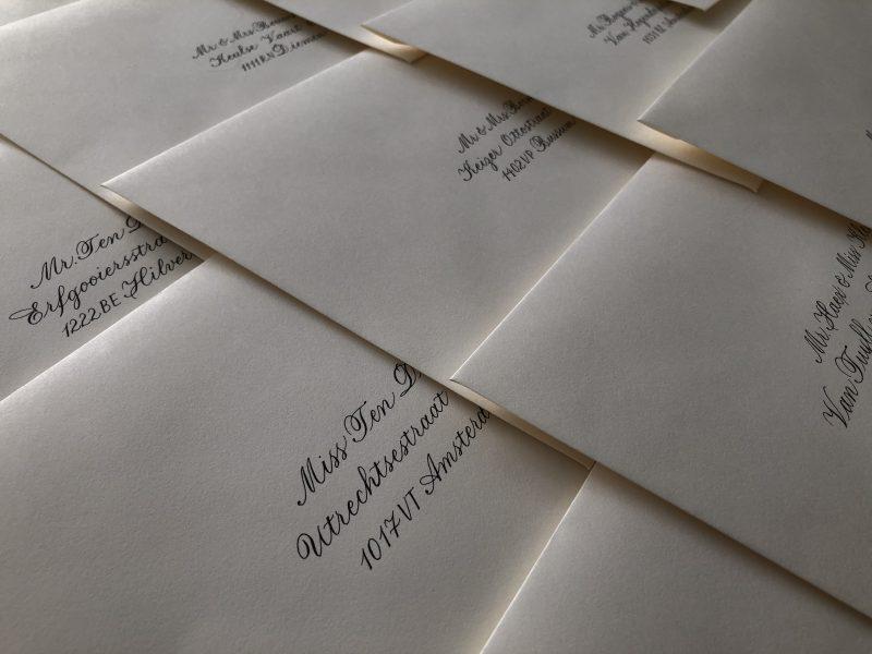 Gekalligrafeerde enveloppen voor bruiloft