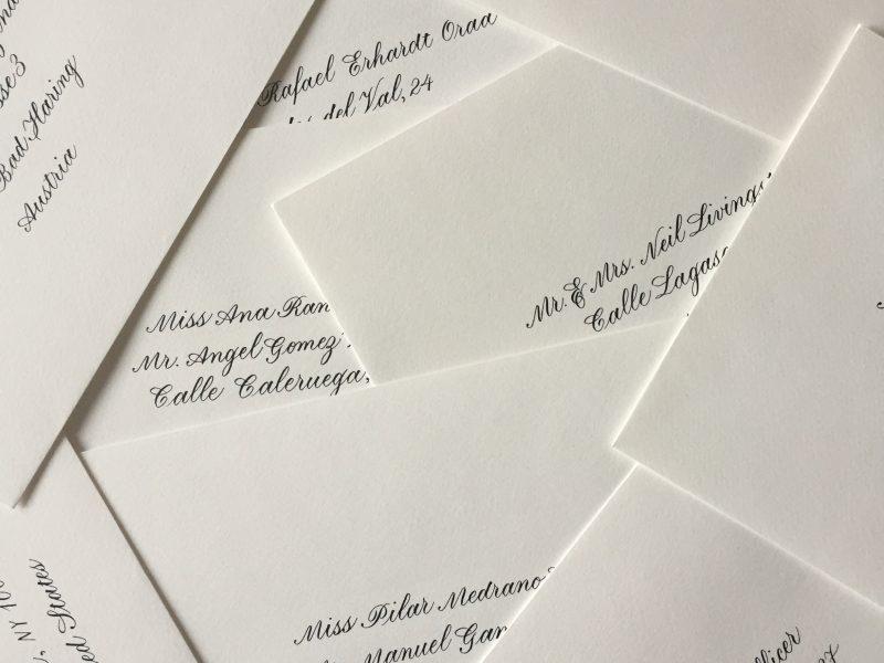 Enveloppen kalligrafie voor bruiloft