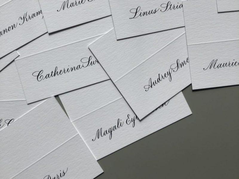 Gekalligrafeerde naamkaartjes voor Cartier