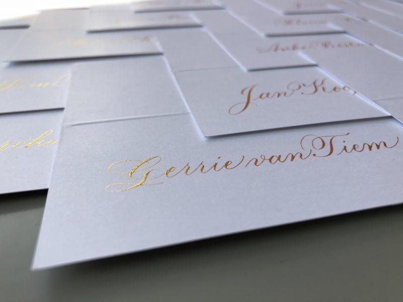 Naamkaartjes in gouden kalligrafie - Veka Group