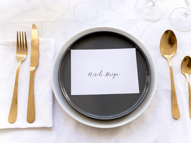Moderne kalligrafie voor styled shoot