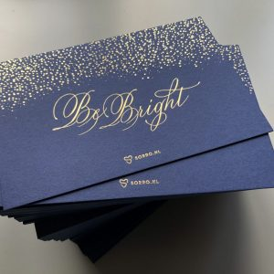 Luxe kerstkaart met kalligrafie en goudfolie